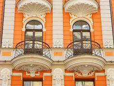 Фото штукатурного фасада оранжевого цвета в стиле модерн