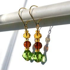 Manado - earrings / korvakorut Manado, Bead Jewelry, Glass Beads, Drop Earrings, How To Make, Design, Beaded Jewelry, Pearl Jewelry