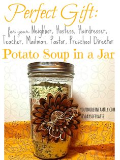 Potato Soup in a Jar – what a great gift! - Potato Soup in a Jar & how to make the decorative jar. Great gift for neighbors, teachers, pastor, - Jar Food Gifts, Diy Gifts In A Jar, Mason Jar Gifts, Mason Jars, Great Gifts, Gift Jars, Host Gifts, Creative Gifts, Mason Jar Meals