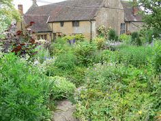 margery fish garden | ... , an archetypal English Cottage Garden, founded by Margery Fish