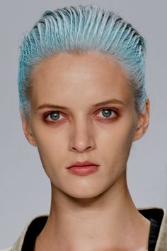Hair and makeup at Narciso Rodriguez . Holiday Hairstyles, Twist Hairstyles, Cotton Candy Hair, Coloured Hair, Narciso Rodriguez, Beauty Trends, Beauty Ideas, Wet Look, Great Hair