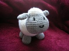 ASEs Little Lamb by Anita Elmore - This pattern is available as a free Ravelry download Pic © Just-in This is a beginner level crochet pattern and would be a good starter pattern for anyone wanting to start making amigurumi.  Cute!!