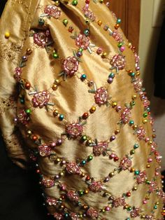 ~ Living a Beautiful Life ~ Detailed hand beadwork Couture Embroidery, Ribbon Embroidery, Embroidery Stitches, Embroidery Patterns, Historical Costume, Historical Clothing, Bordados Tambour, Ballet Russe, Tudor Costumes