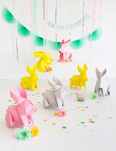Easter Sunday won't ever be the identical after you introduce these DIY big origami bunnies. Bunny Crafts, Easter Crafts, Crafts For Kids, Diy Crafts, Geek Crafts, Cool Diy Projects, Craft Projects, Diy Osterschmuck, Easy Diy