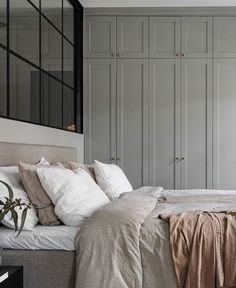 Trendy Bedroom Wardrobe Grey Home Ideas Gray Bedroom, Trendy Bedroom, Home Bedroom, Master Bedroom, Bedroom Decor, Bedroom Ideas, Neutral Bedrooms, Bedroom Wall, Neutral Bedding