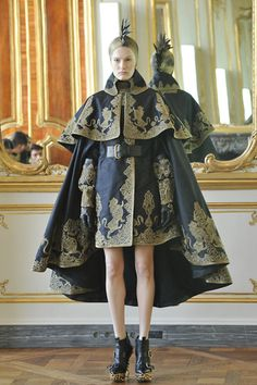 Celebrities who wear, use, or own Alexander McQueen Fall 2010 Jacquard Cape With Gold Embroidery. Also discover the movies, TV shows, and events associated with Alexander McQueen Fall 2010 Jacquard Cape With Gold Embroidery. Fashion Week, Fashion Art, Runway Fashion, Paris Fashion, High Fashion, Fashion Show, Autumn Fashion, Fashion Design, Baroque Fashion