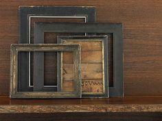 GLIFO HOME DOCOR: cornici legno -  Appoggiate a una mensola in modo apparentemente disordinato: effetto rustico per queste cornicette di legno.