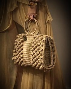 Best 12 Bobble stitch handbag crochet pattern with video tutorial – Artofit – SkillOfKing. Crochet Handbags, Crochet Purses, Handmade Handbags, Handmade Bags, Crochet Designs, Crochet Patterns, Crochet Baby, Knit Crochet, Sacs Design