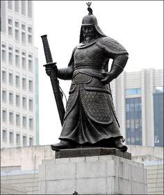 The statue of Admiral Yi Sun-sin (1545-1598) in Seoul, Korea #Art #Culture