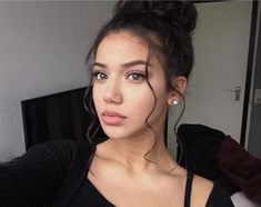 Read Girl from the story Book photo by tunisienneuuuh (PRINCESS 216 🇹🇳👑) with 649 reads. Pretty People, Beautiful People, Beauty Make Up, Hair Beauty, Selfies, Dream Hair, Makeup Inspiration, Makeup Ideas, Hair Looks