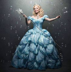 A Glinda é especialista em ensinar como ser popular! Olha esse vestido volumoso que a atriz Fabi Bang está usando, bem princesa