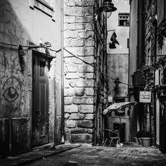 Watchful Eye!!      #art #blackandwhiteonly #bwphotography #Bw_Mania #bnwonly #bw_lover #bnwphotography #bnw_fabulous #bnw_life #bw_society #blackandwhite #bwstyles_gf #bw #blackandwhitephotography #creativity #igers #igerslondon #igblackandwhite #loves_noir #monochrome #noir #noirlovers #noir_shots #repost #streetphotography #streetmonochrome
