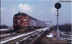 High quality photograph of Chicago, Rock Island & Pacific (Rock Island) EMD # CRIP 644 at Chicago, Illinois, USA. Rock Island Railroad, Train Posters, Islands In The Pacific, Railroad Pictures, Railroad History, Railroad Photography, Chicago Photos, Old Trains, Diesel Locomotive