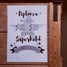 Wie wil er nu geen super held zijn? Ik wel hoor en je kids vast ook. Dus dit super helden diploma komt vast van pas voor bijvoorbeeld een kinderfeestje, een themadag op school of 'gewoon' omdat je kleine het verdiend heeft. Gratis te downloaden via deze link.  #freebie #printable