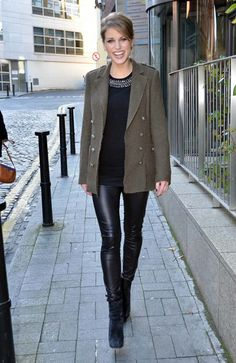 celebs wearing amy huberman boots - Google Search Leder Outfits, Leather Trousers, Smart Casual, Casual Fall, Girl Crushes, Autumn Winter Fashion, Casual Outfits, Casual Clothes, Vogue