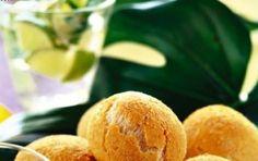 Panini al formaggio - I panini al formaggio sono una ricetta particolare che è tipica del Brasile, provateli sono davvero carini e buonissimi, poi al posto dei classici formaggi brasiliani potete usare l'emmental ed il parmigiano.