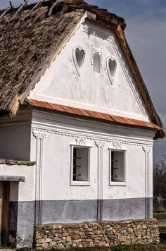 Farmhouse in Szentendre with heart-shaped windows. Vernacular Architecture, Architecture Old, Old Country Houses, Shaped Windows, Farmhouse Windows, Closer To Nature, Country Style Homes, Traditional House, Hungary