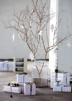 This tree branch in a sand filled jar sets the perfect mood for your warm weather Christmas. #Alternativetree #Christmasdecor @weddingchicks
