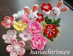 Tsumami zaiku Chirimen,Kimono fabric Cloth Flowers, Fabric Flowers, Diy Projects Hair, Asian Crafts, Fabric Crafts, Diy Crafts, Kanzashi Tutorial, Japanese Colors, Kanzashi Flowers