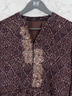Designer Kurtis Online, Zardosi Embroidery, Embroidery On Clothes, Printed Kurti, Kamiz, Macrame Knots, Neck Pattern, Indian Designer Wear, Anarkali