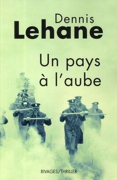"""Dennis Lehane est pour moi l'un des plus grands écrivains actuel de romans noirs. Ses oeuvres sont si parfaites que même le cinéma hollywoodien n'a pas réussi à les abîmer. Mais quelque soient les réussites de Clint Eastwood (Mystic River) ou Martin Scorsese (Shutter Island), le texte de Lehane leur sera toujours supérieur. """"Un pays à l'aube"""", fresque dantesque d'une Amérique qui s'éveille d'elle-même, est un roman sans équivalent."""