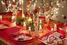 weihnachtsdeko mit servietten und kerzen