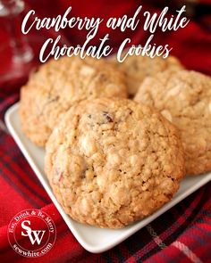 Cranberry and white chcolate cookies are the best festive and Christmas recipe for cookie fans. Dried fruit cookies but with a Christmas twist. Dried cranberries and white Chocolate chips with cinnamon and ginger spices taste wonderful together. Chocolate Christmas Cookies, White Chocolate Cookies, White Chocolate Chips, Fruit Cookies, Cranberry Cookies, Yummy Cookies, White Chocolate Strawberries, Strawberries And Cream, Cookie Calories