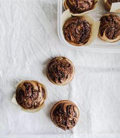 Wegańskie muffiny zgorzką czekoladą itahini - PRZEPIS Cereal, Muffin, Vegan, Breakfast, Sweet, Food, Morning Coffee, Candy, Essen