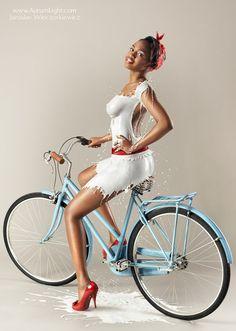 Pin Up Süt Kızları Milky Nude Girl | Woo Magazin