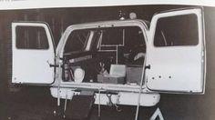 Interieur Chevrolet C10 met de welberuchte houten bankjes.