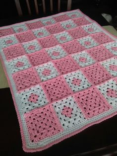 Baby granny sq blanket Diy Old Books, Crotchet, Afghans, Irene, Crocheting, Weaving, Blanket, Knitting, Baby