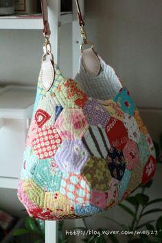 퀼트 / 손바느질 / 퀼트가방 / 핸드메이드 ] 알록달록 76조각 가방~~~ : 네이버 블로그 English Paper Piecing, Handmade Bags, Diaper Bag, Quilts, Sewing, Blog, Crafts, Tutorials, Patterns