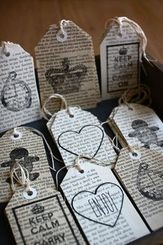 Love the use of book pages segnalibri bookmarks signets marcadores Old Book Crafts, Book Page Crafts, Newspaper Crafts, Old Newspaper, Diy Old Books, Book Projects, Craft Projects, Diy Marque Page, Diy Bookmarks