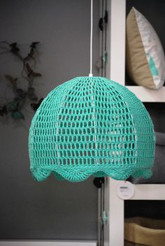 lámpara de el círculo de las vitaminas tejida al crochet Crochet Lampshade, Crochet Curtains, Crochet Home, Knit Crochet, Newborn Crochet Patterns, Doilies Crafts, Crochet Mobile, Plastic Canvas Stitches, Lamp Shades