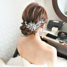 @hairmake.schill - Instagram:「崩しすぎず、だけど柔らかさを感じ... Wedding Hair And Makeup, Bridal Makeup, Hair Makeup, Party Hairstyles, Bride Hairstyles, Hair Arrange, Wedding Hair Accessories, Hair Jewelry, Hair Pieces