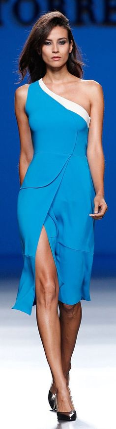 Roberto Torretta Spring-summer 2014 - Ready-to-Wear Day Dresses, Blue Dresses, Short Dresses, White Fashion, Love Fashion, Womens Fashion, Fashion Design, Beautiful Gowns, Beautiful Outfits