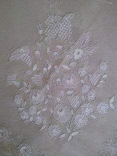 Ars panicalensis, embroidery on tulle Drawn Thread, Thread Work, Lace Embroidery, Embroidery Designs, Tambour Beading, Creative Embroidery, Lacemaking, Gold Work, Needle Lace