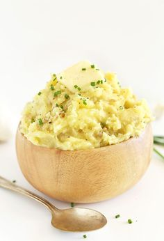 The Best Vegan Mashed Potatoes| Loaded with roasted garlic, fresh chives and black pepper