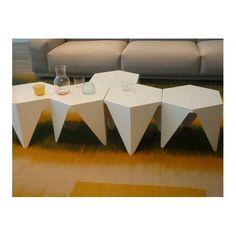 mesa auxiliar Prismatic, Isamu Noguchi, 1957. Se inspira en la técnica del pliego de papel.