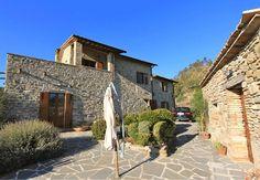 Boederij met fantastische uitzicht over de groene heuvels van Umbrie€450000