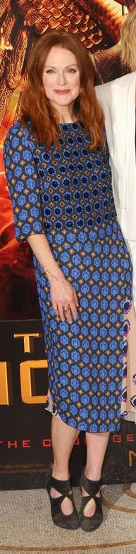 Who made  Julianne Moore's blue print dress, jewelry, and gray cut out ankle boots that she wore in London on November 9, 2014?