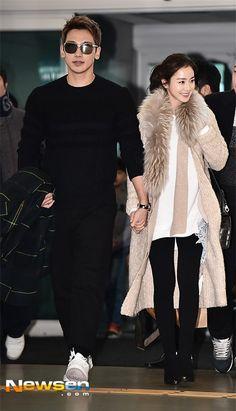 images][clips/fancam] Honeymoon check: Flyin' off to and arriving in Bali, Indonesia. Park Shin Hye, Park Hae Jin, Korean Celebrity Couples, Korean Celebrities, Celebrity Outfits, Korean Drama Stars, Korean Star, Korean Men, Asian Actors