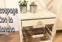 Decoupage con la plancha tutorial Camping Supply Store, Curtains Or Shades, Small Bathroom Furniture, Wooden Magazine Rack, Shampoo Dispenser, Fiberglass Shower, Shower Curtain Rods, Wood Vanity, Small Boxes