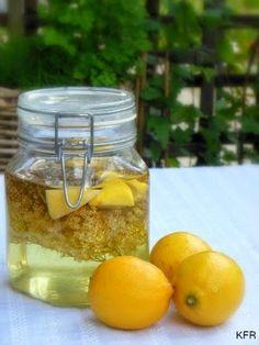 Katrins favoriete recepten: Vlierbloesemlikeur Happy Drink, Punch, Homemade Lemonade, Healing Herbs, Milkshakes, Chutney, Smoothies, Herbalism, Beverages