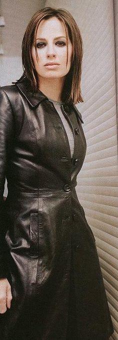 Paula Marshall, Leather Skirt, Actresses, Skirts, Fashion, Female Actresses, Moda, Leather Skirts, Skirt
