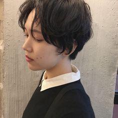 HAIR(ヘアー)はスタイリスト・モデルが発信するヘアスタイルを中心に、トレンド情報が集まるサイトです。20万枚以上のヘアスナップから髪型・ヘアアレンジをチェックしたり、ファッション・メイク・ネイル・恋愛の最新まとめが見つかります。 Short Bob Hairstyles, Wig Hairstyles, Hair Inspo, Hair Inspiration, Cabello Hair, Hair Arrange, Salon Style, Asian Hair, Dream Hair