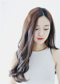 Let's see some hairstyles likely turning round face into a V-line face, an appropriate hair has the ability to overcome weak points of the face efficiently Cool Hairstyle, Hair Inspo, Hair Inspiration, Bora Lim, V Line Face, Asian Haircut, About Hair, Ulzzang Girl, Wavy Hair