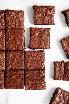 The best Paleo Brownies! This paleo brownie recipe is fudgy, rich, and easy to m… The best Paleo Brownies! Paleo Brownies, Paleo Bars, Paleo Dessert, Dessert Cups, Dessert Recipes, Healthy Desserts, Coconut Oil Chocolate, Chocolate Flavors, Lexi's Clean Kitchen