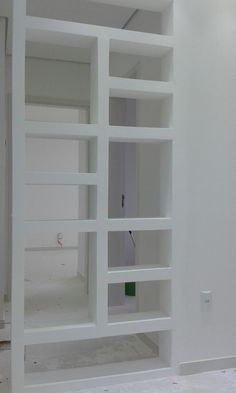 Partition Design, Ideas Hogar, Shipping Container Homes, Shelving, Small Spaces, Easy Diy, Bookcase, Decoration, Indoor