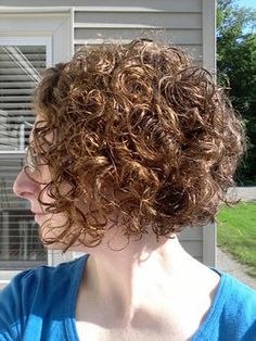 (Curly Angled Bob - Redhead, Brunette, 3b, 3a, Short hair styles, Female, Curly hair, Adult hair) I really like the separated curls in this one.